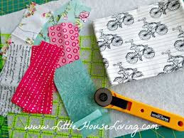 Easy Quilted Placemat Pattern & Tutorial - Little House Living & To sew the easy quilted placemats Adamdwight.com