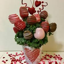 18 chocolate covered strawberries bouquet