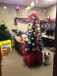 office holiday decorations. Charlie Brown Christmas Office Decoration. Snoopy\u0027s Dog House As A Tree Stand Holiday Decorations