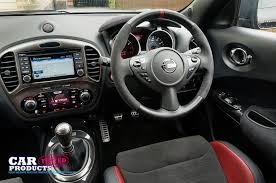 nissan juke nismo rs interior. front seat driving position steering wheel and dashboard in the nissan juke nismo rs 2015 rs interior