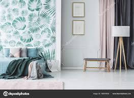 Groene Slaapkamer Interieur Met Bladeren Stockfoto Photographee