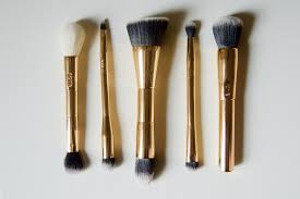 tarte brushes. the set is priced at 44 dollars, which an amazing deal considering it\u0027s retail value 164 dollars! plus, you get double ended brushes so more bang for tarte