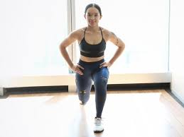 woman working working out doing lunges