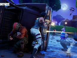 Sharing the tweet below through the official fortnite twitter account, epic games revealed what appears to be a figure with an icy. Fortnite Teaser Fur Staffel 7 Deutet Frostige Zeiten An Curved De