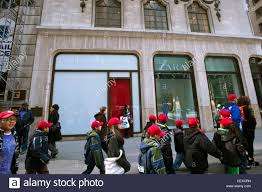 The vacant Elizabeth Arden Red Door Spa space at 691 Fifth Avenue ...