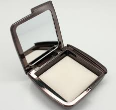 hourglass ambient lighting powder in ethereal light 2
