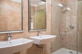 Piastrelle del bagno soluzioni moderne a basso costo tirichiamo.it