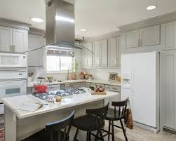 Mid Sized Transitional Eat In Kitchen Appliance   Mid Sized Transitional L