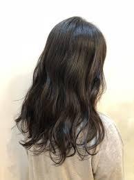 毛先に重たさは残しながら 低めの段を入れることで まとまりやすく巻き