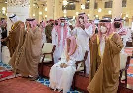 أمير الرياض يؤدي صلاة الميت على الأميرة نوف بنت خالد | صحيفة تواصل  الالكترونية