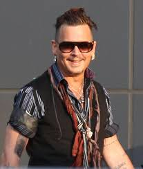 джонни депп изменил татуировку с прозвищем эмбер херд звёзды