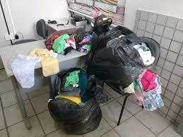 Resultado de imagem para Ter roupa, sapato e acessório confiscado