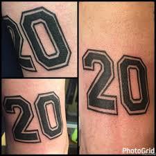 цифра 20 тату на плече у парня добавлено иван вишневский
