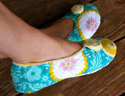 How to Make Fabric Slippers with Free Pattern | Pretty Prudent & How to Make Fabric Slippers Adamdwight.com
