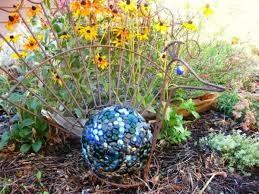 Decorated Bowling Balls 100 DIY summer garden decoration ideas with bowling balls Do it 47