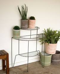 DIY outdoor plant stand ideas