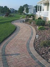 Pin de Martha Fields en Outdoors en 2020 | Jardín de ladrillo,  Pavimentación de jardín, Camino de ladrillo