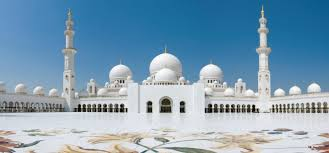 the mosque contains seven chandeliers each are made up of millions of swarovski crystals the largest of these is the second largest in the world