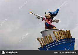 Picture Statue Mickey Mouse Sorcerer Top Toon Studio Sign Disneyland –  Stock Editorial Photo © brunocoelhopt #236861998