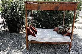 Korakia Pensione: outside bed