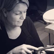 Deirdre O'Donnell designs, makes and sells bespoke and collectable  jewellery. A piece of bespoke jewellery always has an initial creative  spark.