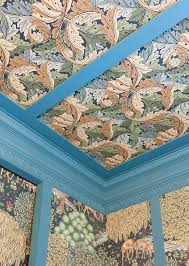 the décor of this area is an homage to the arts crafts movement and to william morris one of its prinl exponents
