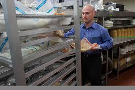 Olive Garden Kitchen Restaurant Gives Local Nonprofit Food Victoria Advocate