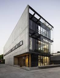 office building facade. Showroom MULTICARPET ROLLUX / +arquitectos Office Building Facade S