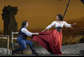 Soprano Pretty Yende and tenor Matthew Polenzani in Donizetti's L'Elisir  d'Amore - Photos by Karen Almond/Metropolitan Opera | Ópera