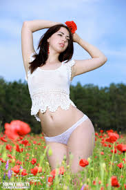 Nikki Nude In Red Poppies Free Showy Beauty Picture Gallery At Elite Babes