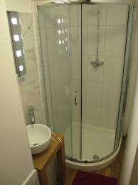 Frog Cottage B&B: compact shower room
