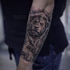 татуировки лев скульптура в стиле дотворк реализм черно серая