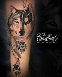 тату волк и и волчий след на руке Chillout Tattoo Workshop