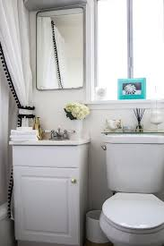 Rental apartment bathroom ideas Bath Tips From Rental Bathrooms That Dont Look Like Rentals Apartment Therapy Pinterest Style Secrets From Rental Bathrooms That You Cant Spot As Rentals