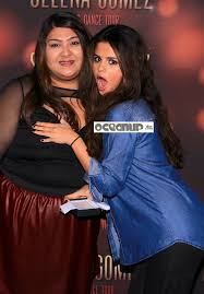 Selena Gomez Grabs Fan s Breast OCEANUP TEEN GOSSIP