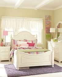 Legacy Classic Kids Charlotte Low Poster Bedroom Set in Antique White