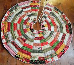 Patchwork Quilted Christmas Tree Skirt Pattern & 🔎zoom Adamdwight.com