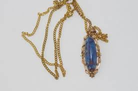 9ct gold and blue quartz pendant weight