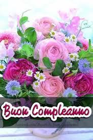 Regalare un mazzo di fiori a qualcuno è uno dei gesti più calorosi e apprezzabili che possano esserci. Buon Compleanno Con Fiori 3 Buongiornoate It