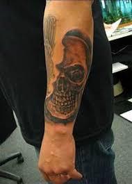 Tetování Na Krk Dámské Tetování Slovo Které V Někom Vyvolá Odpor