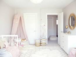 Babyzimmer in rosa mit 'lillipops' tapeten und stoffen von camengo #vorhang #kinderbett #rosababyzimmer #babyzimmerwandgestaltung ©camengo. 1001 Ideen Fur Babyzimmer Madchen