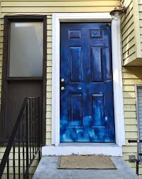 painting a front doorHow to paint a front door with your own hands