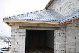 Трехскатная крыша В этом случае основная трехскатная крыша гарантированно получает дополнительную остойчивость горизонтальная нагрузка на вальму от ветра или снега легко