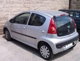 File:Peugeot 107 4door silver hl.jpg - Wikimedia Commons