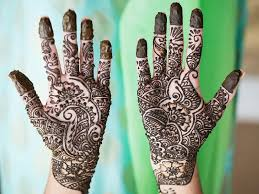 The designs are so versatile that they can be changed simply by changing the position of the designs. 50 Simple And Attractive Mehndi Designs For Hands