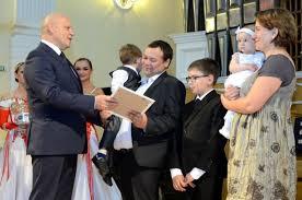 Омским Семьям года вручили дипломы и тысяч ОБЩЕСТВО АиФ Омск Виктор Назаров в канун Дня любви семьи и верности пообщался с омскими семьями