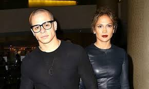 casper smart and jennifer lopez 2016. jennifer lopez casper smart needs a lesson in social media etiquette and maybe even bofetada. the backup dancer recently shared an intimate video of 2016 n