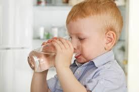 Kết quả hình ảnh cho hình ảnh trẻ uống đủ nước