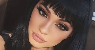 kylie jenner looks fierce with blunt fringe and flawless make up in latest selfie mirror