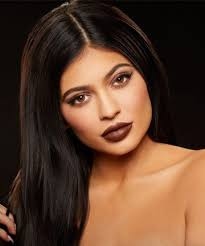 love or her you ve got to admit kylie jenner s makeup is always 100 percent on point from her luscious and perfectly lined pout to her sculpted